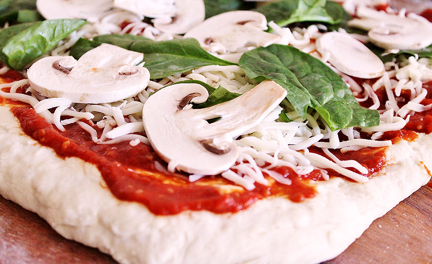 Sharpen your #knifeskills and make this homemade rustic pizza with Calphalon's #KnifeSkills video series and their Self Sharpening Cutlery! #IC (ad)