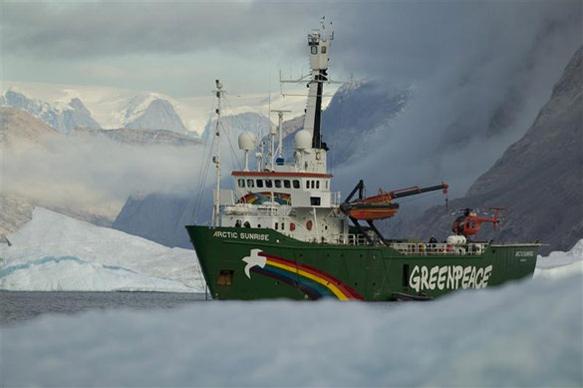 Greenpeace, un rompighiaccio per sfidare Mosca