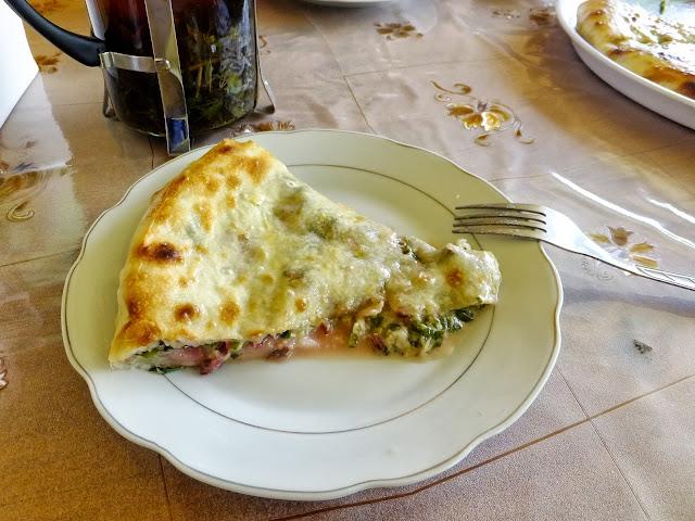 Кусок осетинского пирога с сыром и свекольной ботвой