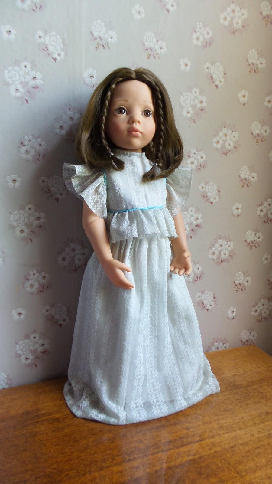 Как переодеть кукле платье
