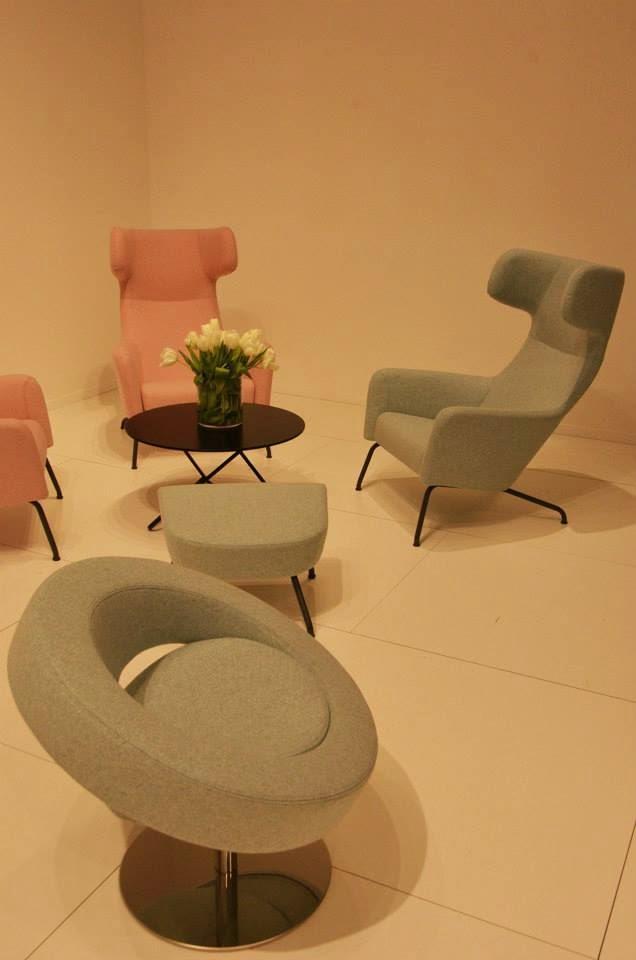 Softline Sofa, Sessel und Pouf auf der Mailänder Möbelmesse Salone del Mobile 2014
