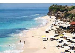 Dreamland Beach Tourist of Bali Photo