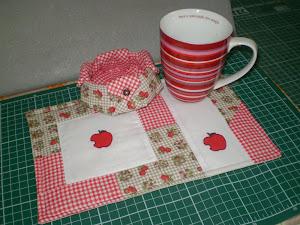 Mug rug+cestinha de biscoito com caneca.