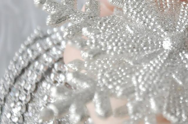 моя серебряная снежинка на белую елку