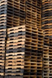 kreativiti kitar semula pallet kayu terbuang