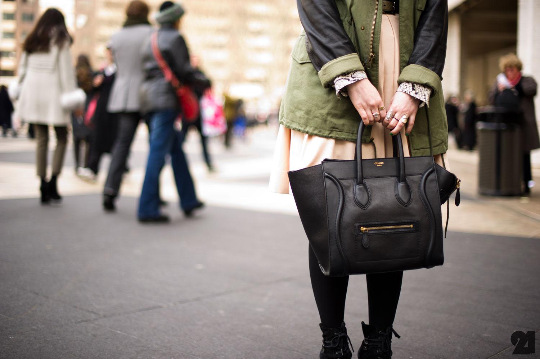 http://1.bp.blogspot.com/-mI2-0X445fc/T2vt1SSRL7I/AAAAAAAAAlc/MWaPL2kQjxA/s1600/Celine+Luggage+Mini.jpg