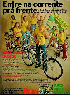 propaganda bicicleta Monark - copa 1974. brazilian advertising cars in the 70. os anos 70. história da década de 70; Brazil in the 70s; propaganda carros anos 70; Oswaldo Hernandez;