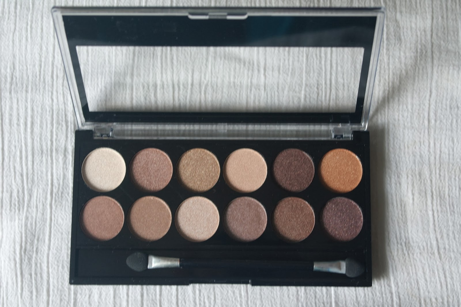 Neutral-Eyemakeup-Color-Palette-London