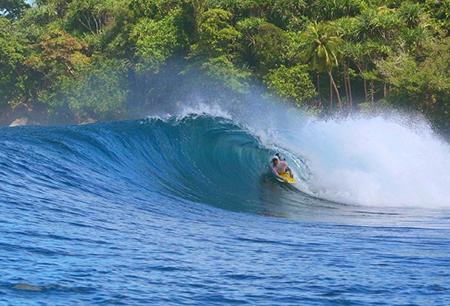Pantai Lagundri dan Pantai Sorake Sumatera Utara