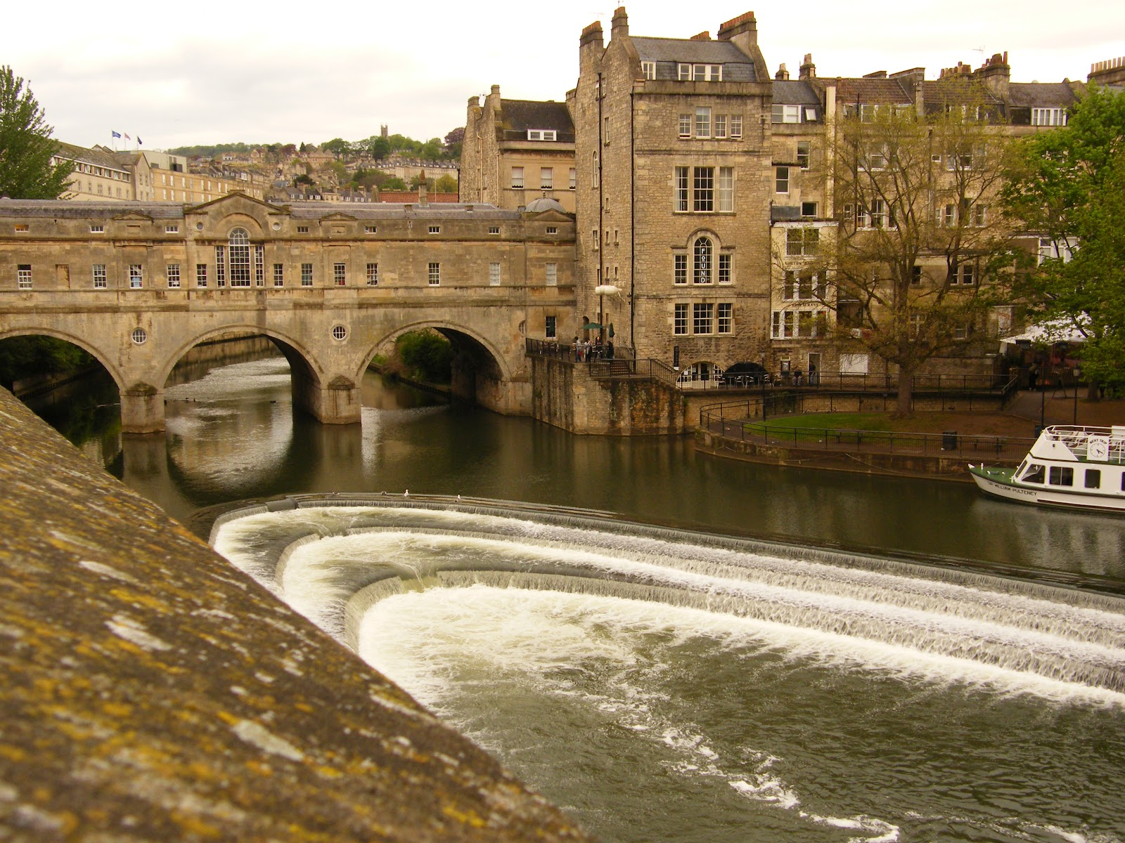 bridges this week s frifotos theme twitter travel discussion the famous pulteney bridge of bath england was completed in 1773 and is one of only 4 bridges in the world that have shops spanning either side