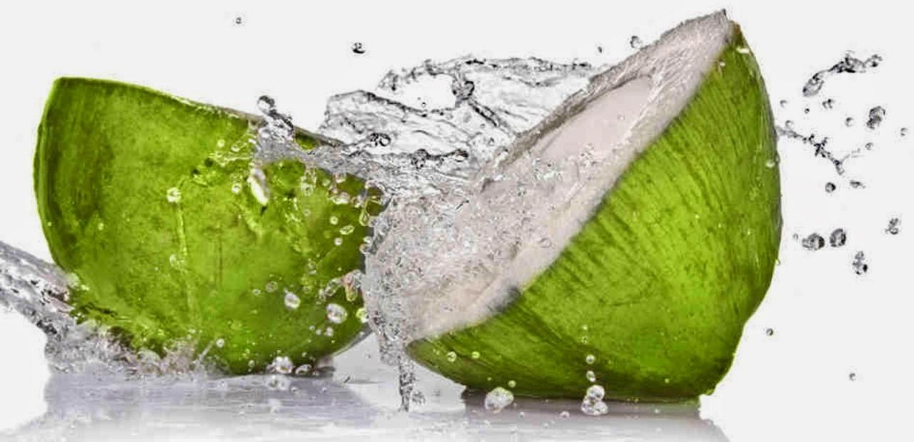 Banyak orang mengklaim bahwa air kelapa mempunyai dampak magis pada kesehatan kita Apa Yang Terjadi Jika Anda Minum Air Kelapa Dalam 7 Hari