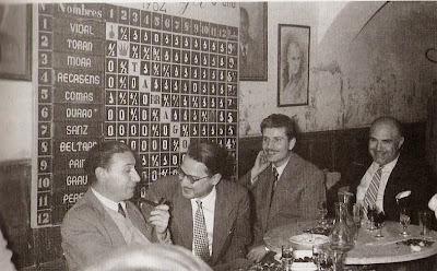 Celebrando una castañada en el Café Metropol en 1956