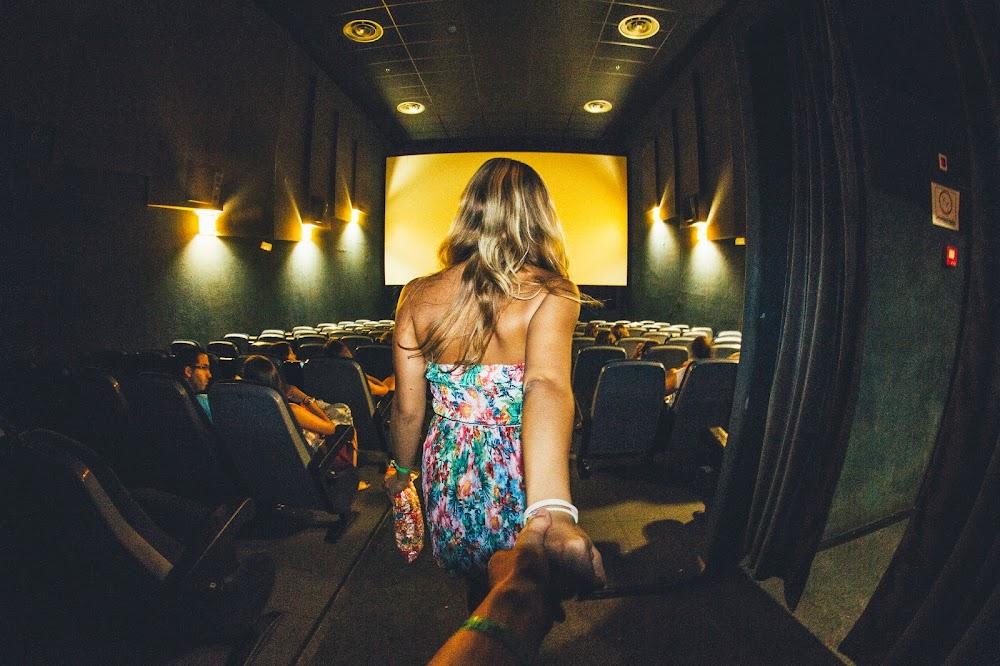 zachowanie ludzi w kinie