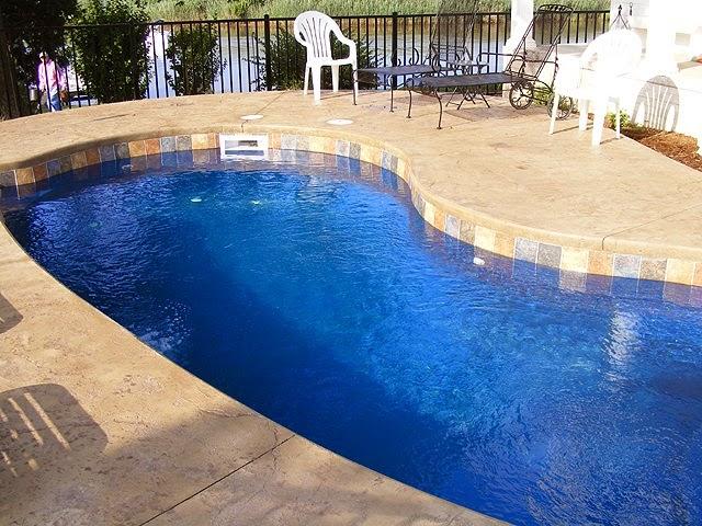 Piscinas lindas y modernas en fotos piscinas de fibra for Fotos de piscinas
