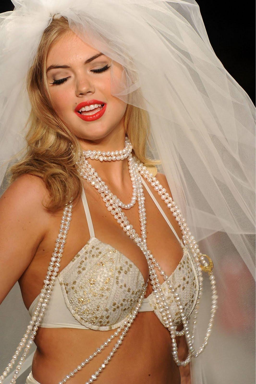 http://1.bp.blogspot.com/-mJKISDsjfxY/TiPT-TlHASI/AAAAAAAAGEk/a90aREiBOFA/s1600/Kate-Upton-151.jpg