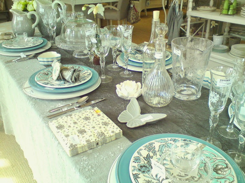 la demoiselle d 39 avignon bleu bleu le ciel de provence. Black Bedroom Furniture Sets. Home Design Ideas