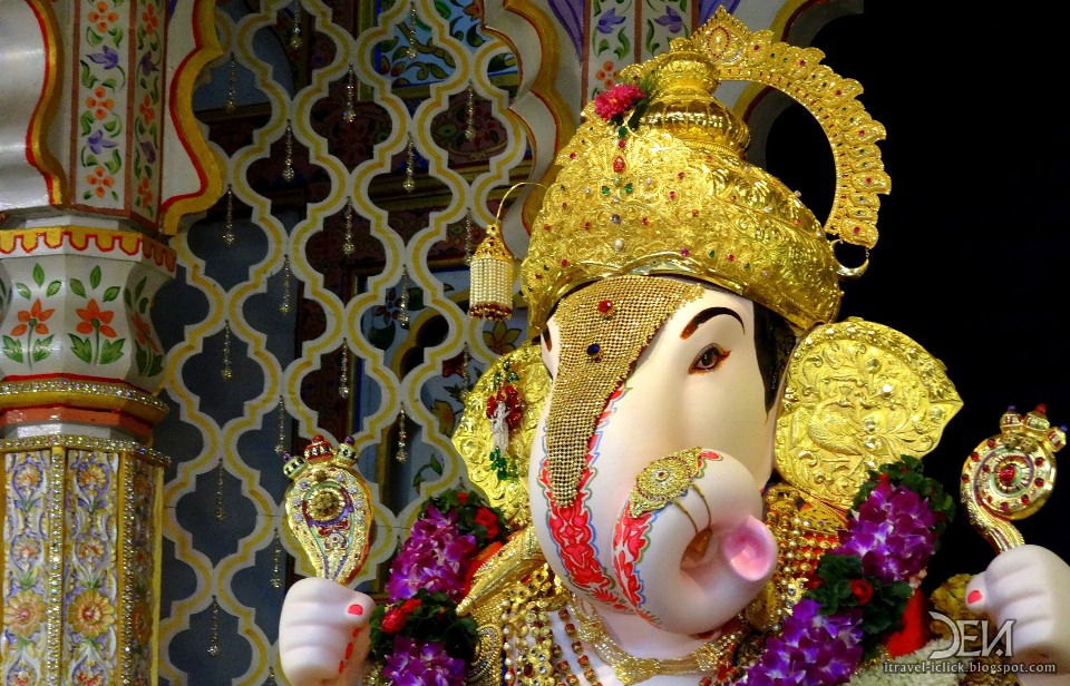 essay on ganpati utsav Vinayak chaturthi the festival of ganesh chaturthi, also known as vinayak chaturthi, is celebrated with great enthusiasm all over india on this day lord shiva declared his son ganesha as superior to all other gods and so this festival came to be.