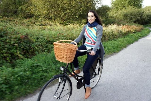 koszyk z wikliny na kierownice roweru