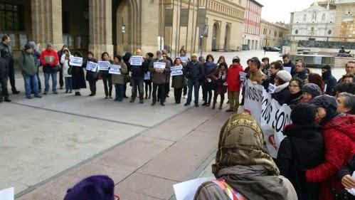 concentración servicios sociales ayuntamiento de Zaragoza. Plataforma de Profesionales de los servicios socilales