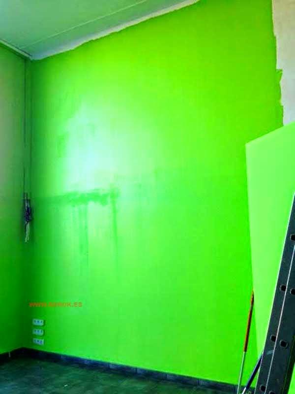 Pared pintada verde