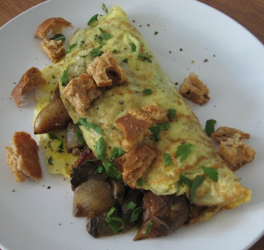 thanksgiving omelet with garlic croutons