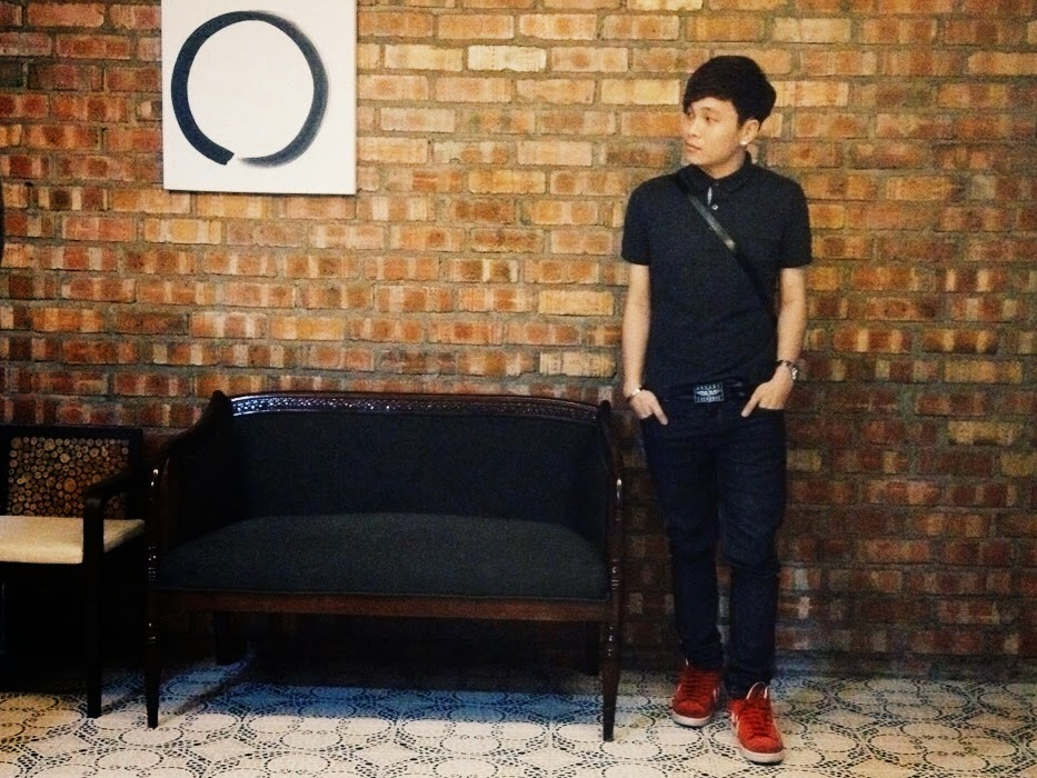 Ray陳學沿 (raytansy) Wearing : UNIQLO shirt, ARMANI EXCHANGE Belts, ZARA Jeans, SEIKO watches, and CONVERSE shoes