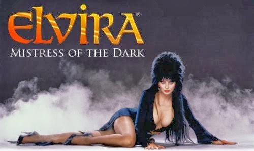 Cassandra Peterson  interpretando a Elvira como solo ella lo puede hacer