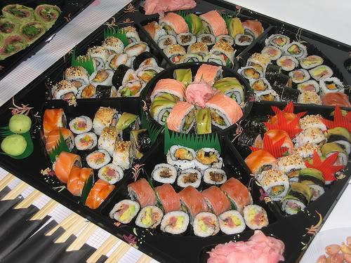 Как украсить суши
