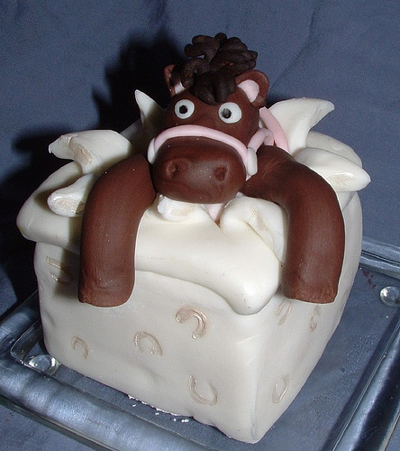 http://1.bp.blogspot.com/-mKDjkOSd2JU/TmIuaFo3YcI/AAAAAAAAAYM/BGG8lV8gkPE/s1600/horse+cake.jpg