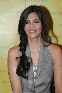 Indian Actress Sonam Kapoor Hairstyle Picture Gallery