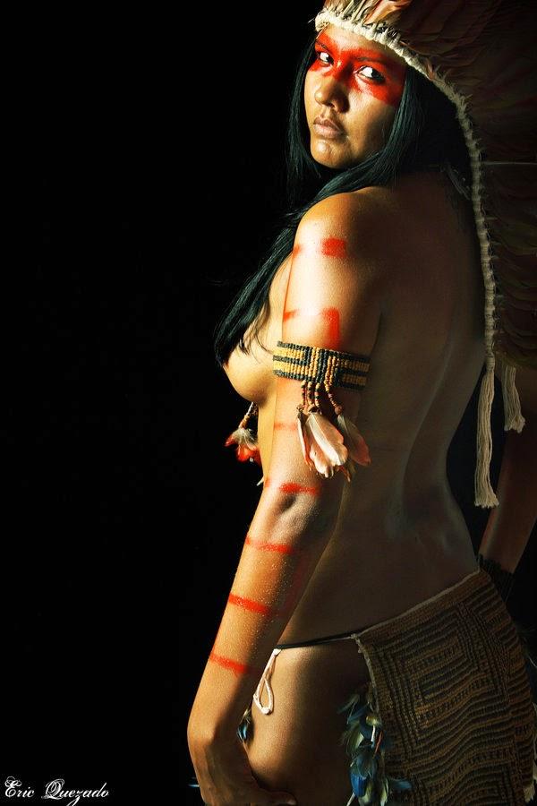 cosplay d'indienne amazonienne de profil