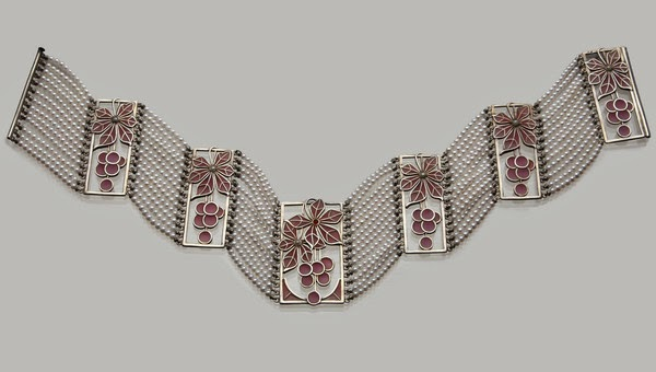 http://www.onlinegalleries.com/art-and-antiques/detail/jugendstil-collier-de-chien/146497