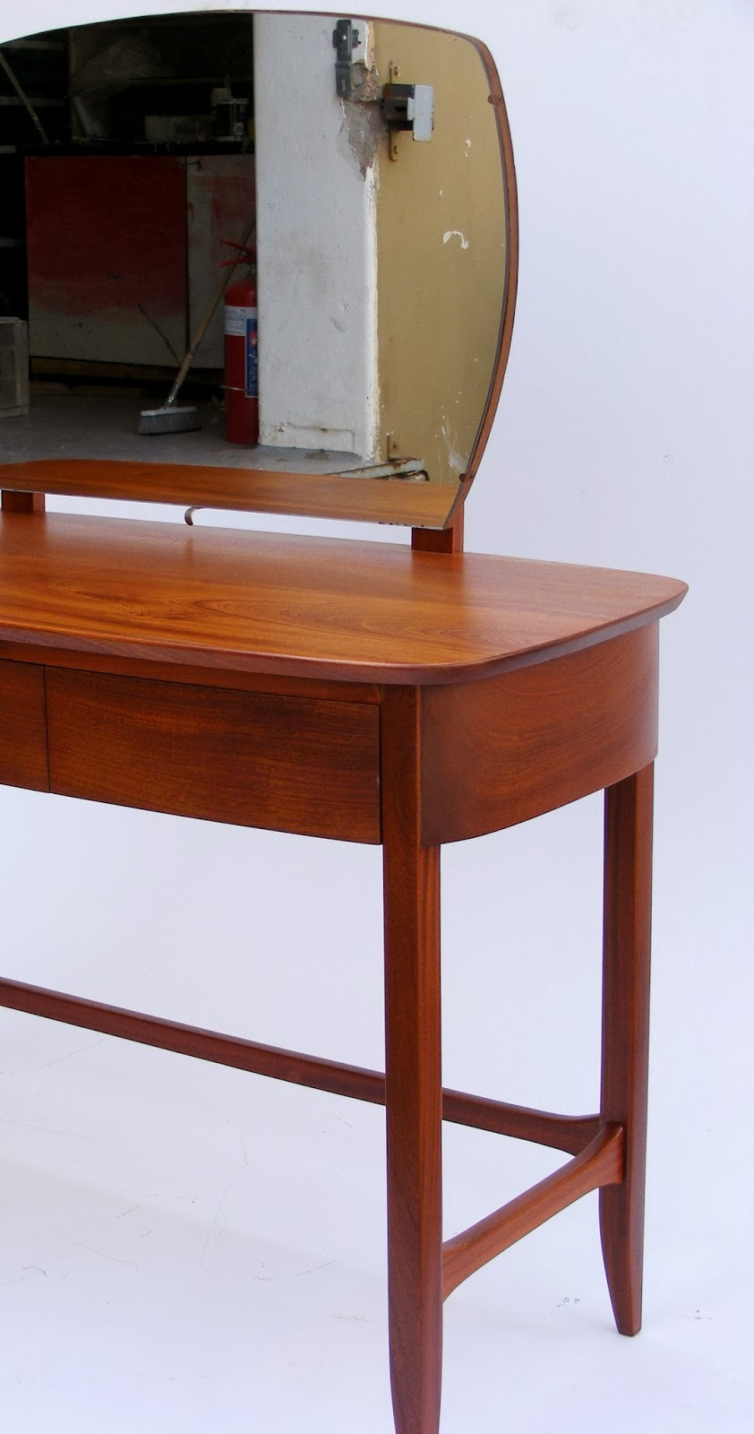Vamp furniture this weeks new vintage furniture stock at for Skinny dressing table