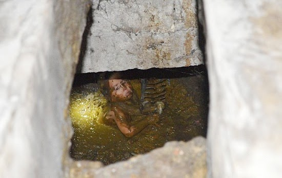 Budak 20 Bulan Jatuh Dalam Lubang Najis di china