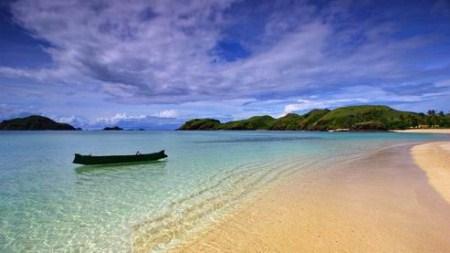 Uniknya Pantai Tanjung Aan, Lombok