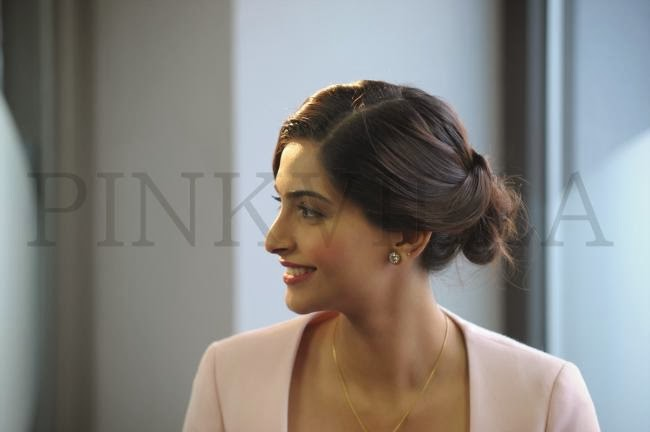 Sonam Kapoor promotes 'Bewakoofiyan' in London