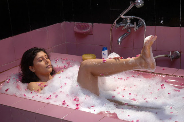 sakshi movie in bathtub photo gallery