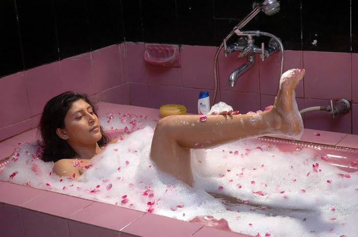 sakshi movie in bathtub photo gallery