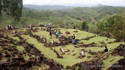 Keriuhan di Tempat Keramat Situs Gunung Padang