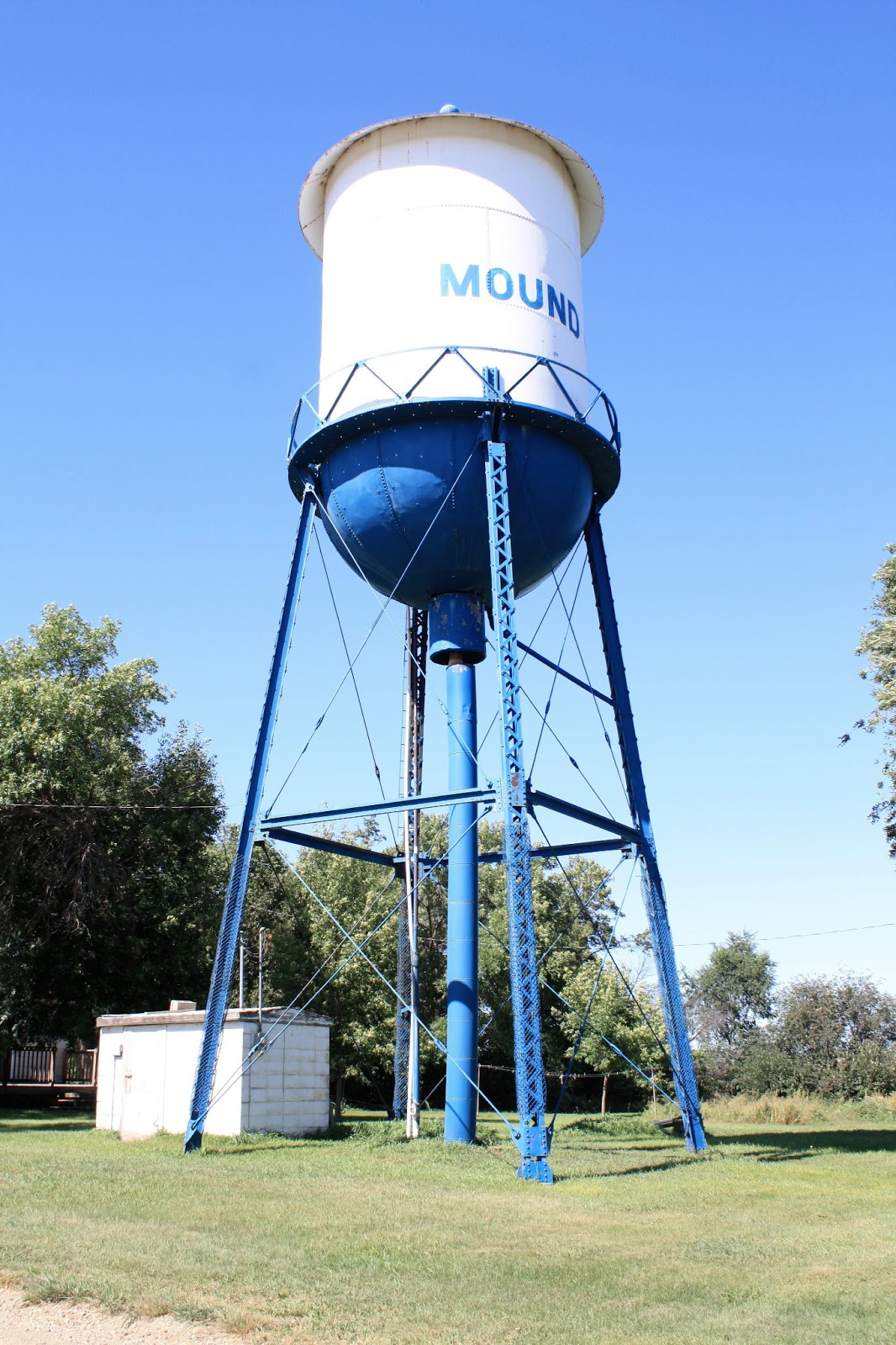 the highway 83 chronicles ode to the small town water tower. Black Bedroom Furniture Sets. Home Design Ideas