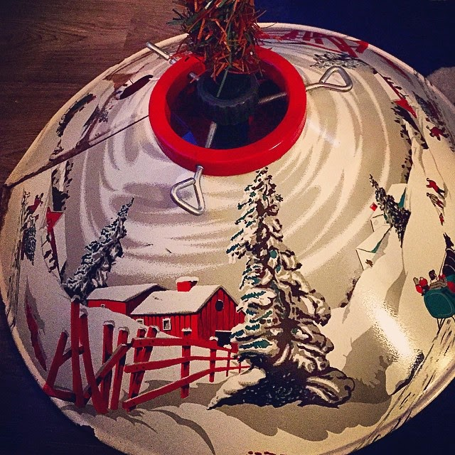 #thriftscorethursday Week 43   Instagram user: jwgourleygirl shows off this Vintage Tree Stand