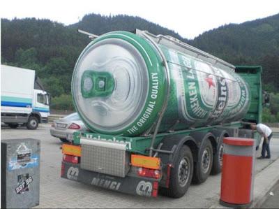 caminhão em formato de latinha de cerveja