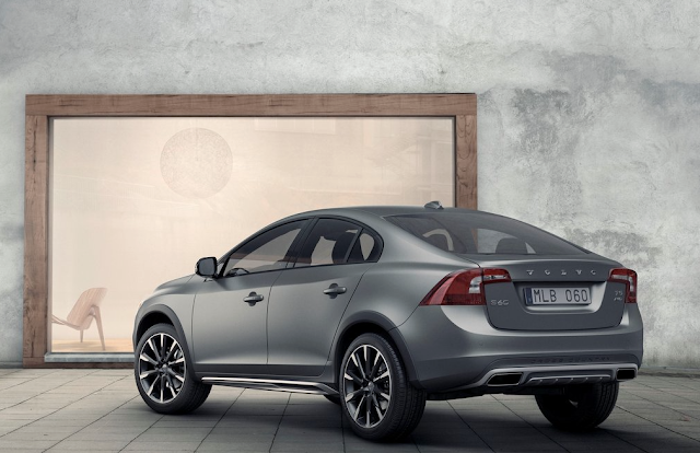 2016 Volvo S60 Cross Country grey