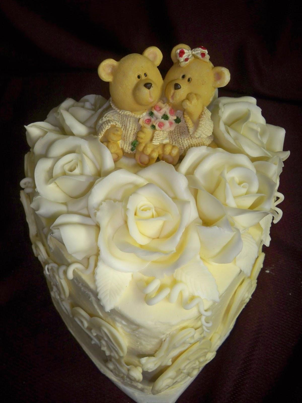 Romantic white chocolate wedding cake   Elisabeth\'s Wedding Cakes