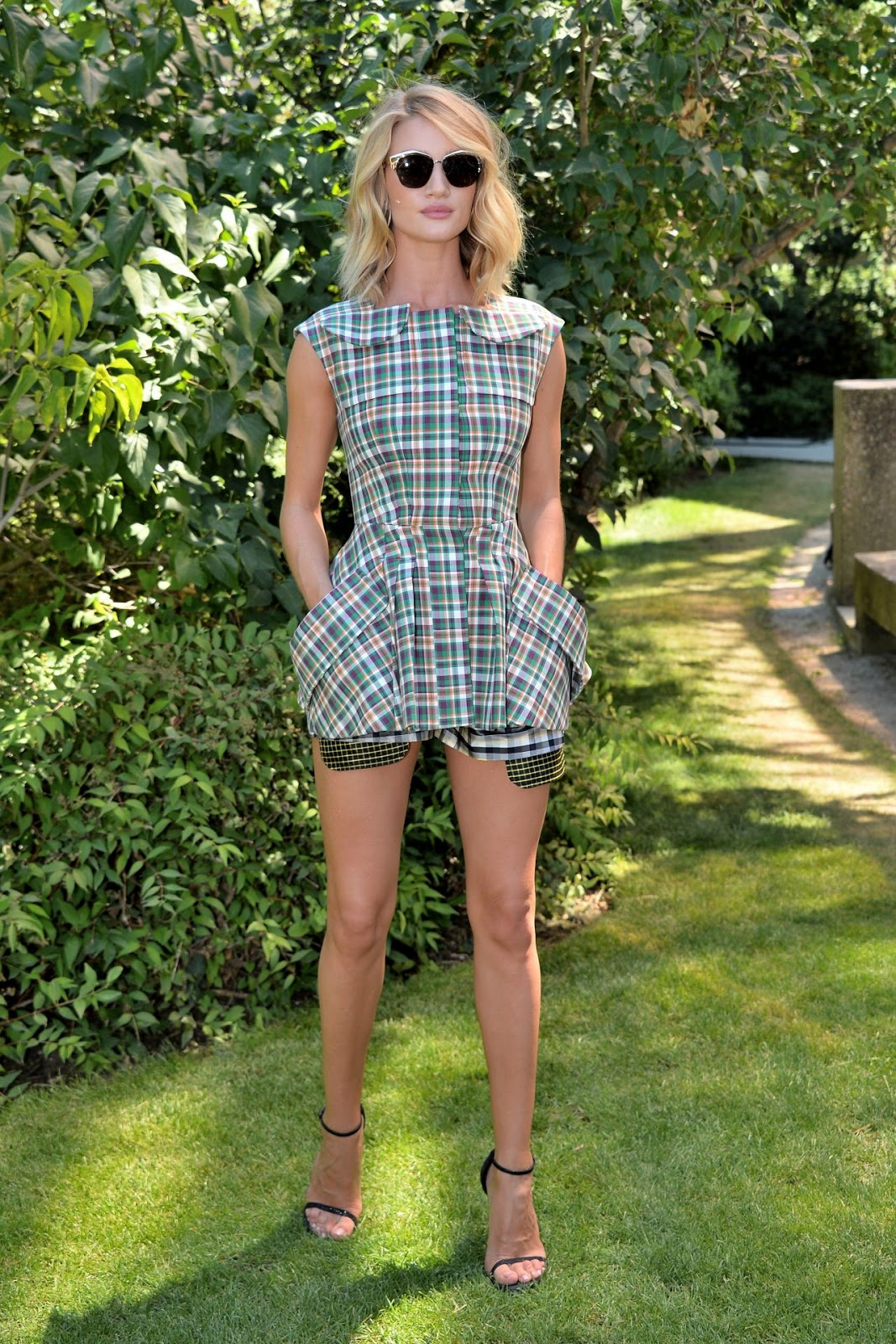 Rosie Huntington-Whiteley shows long legs at the Dior Cruise 2016 Paris Fashion Week Show