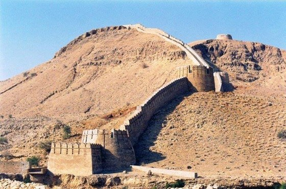 wall-sindh-ranikot