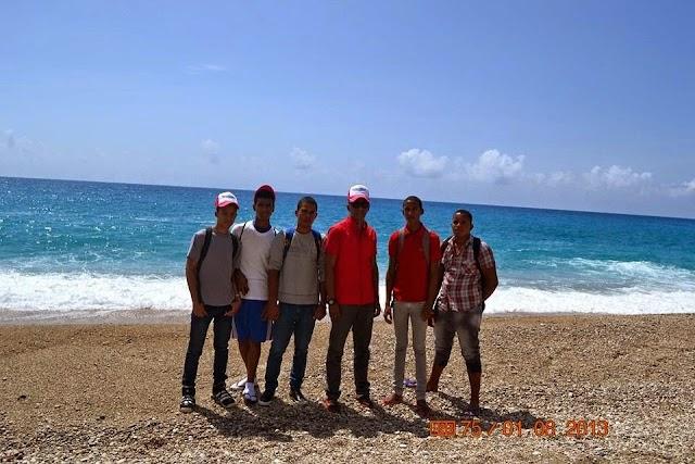 Estudiantes Liceo Arroyo Cano realizan gira a playa Barahona