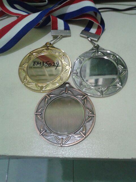 medal besi budget