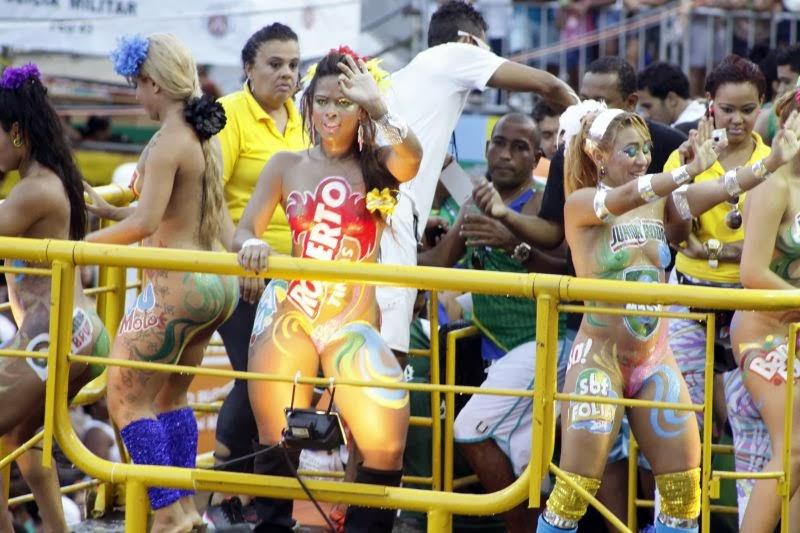 Carnaval Mulherada Nua Em Trio No Campo Grande