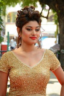 Oviya in Beautiful Golden Long Dress at Sandamarutham Audio Launch